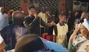 Video: Omo Banke Storms The Stage Ask Drummers To Free Style  For Yomi Fabiyi